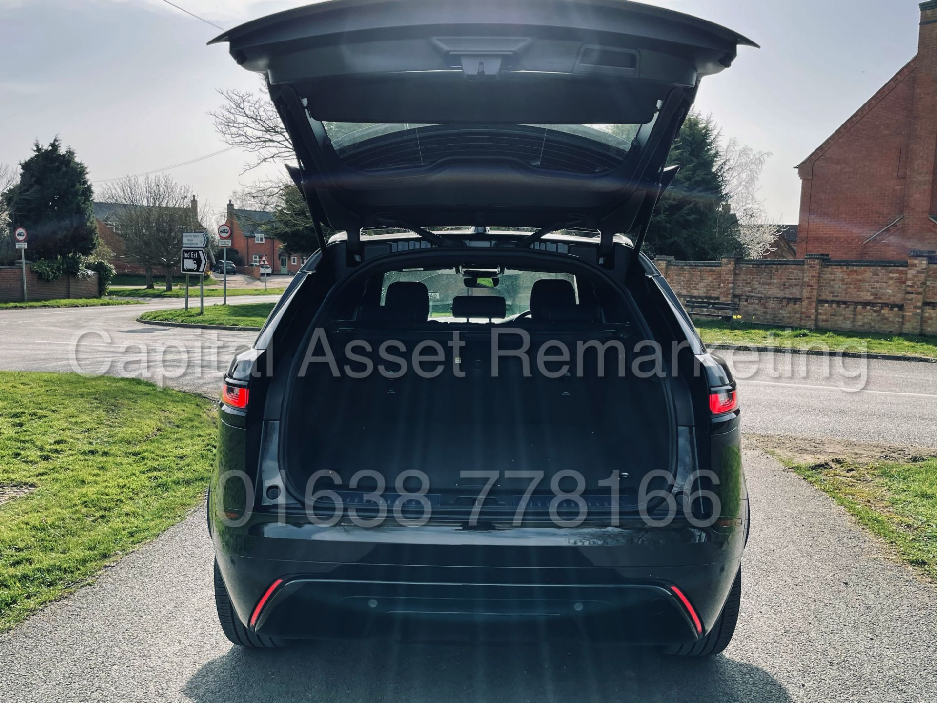 (On Sale) RANGE ROVER VELAR *R-DYNAMIC* SUV (2021) *8 SPEED AUTO - LEATHER* (DELIVERY MILES) - Image 28 of 50