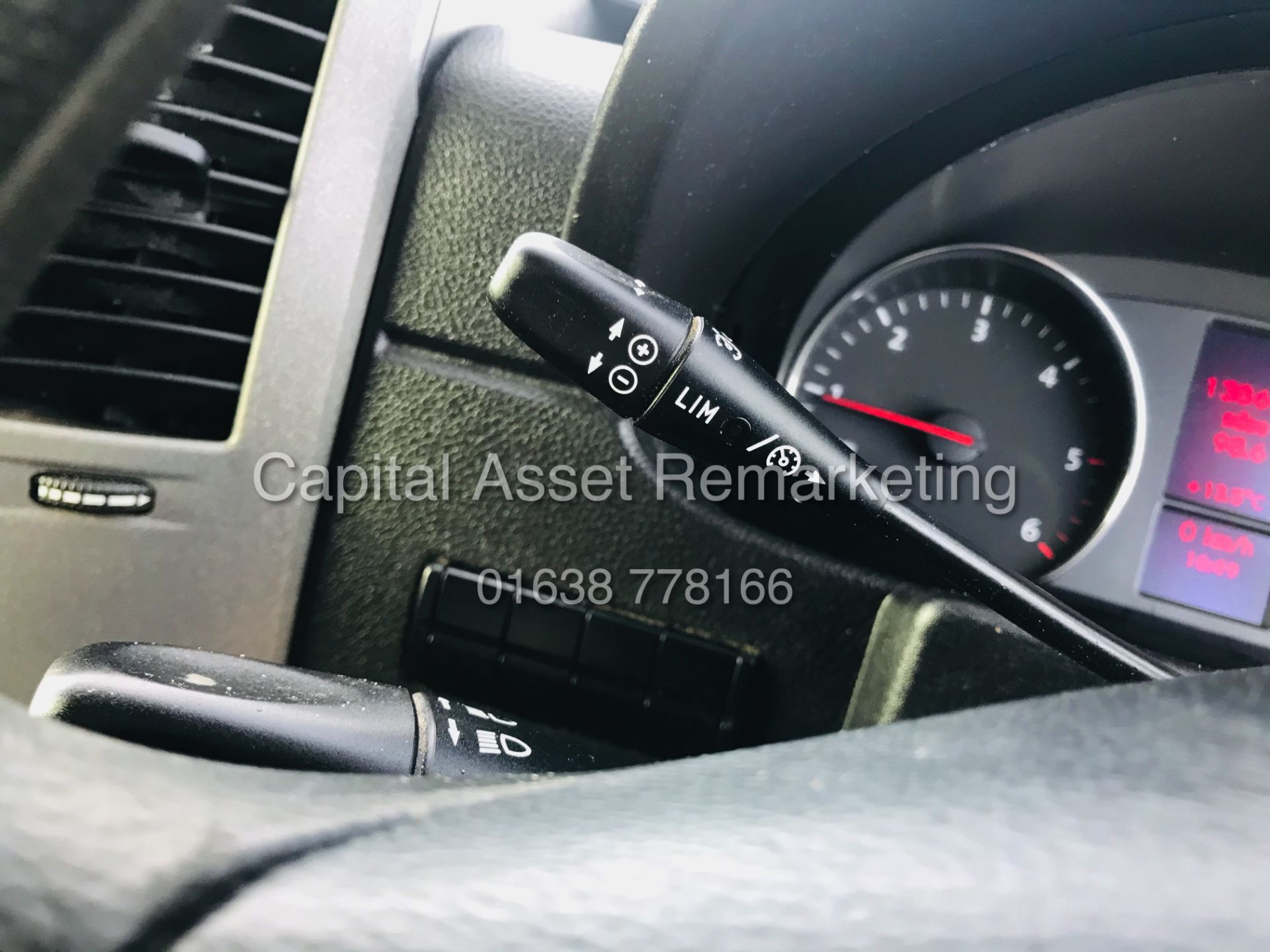 ON SALE VW CRAFTER 2.0TDI CR35 (15 REG) 1 OWNER - CRUISE - ELEC PACK - MULTIFUNCTION STEERING WHEEL - Image 17 of 19