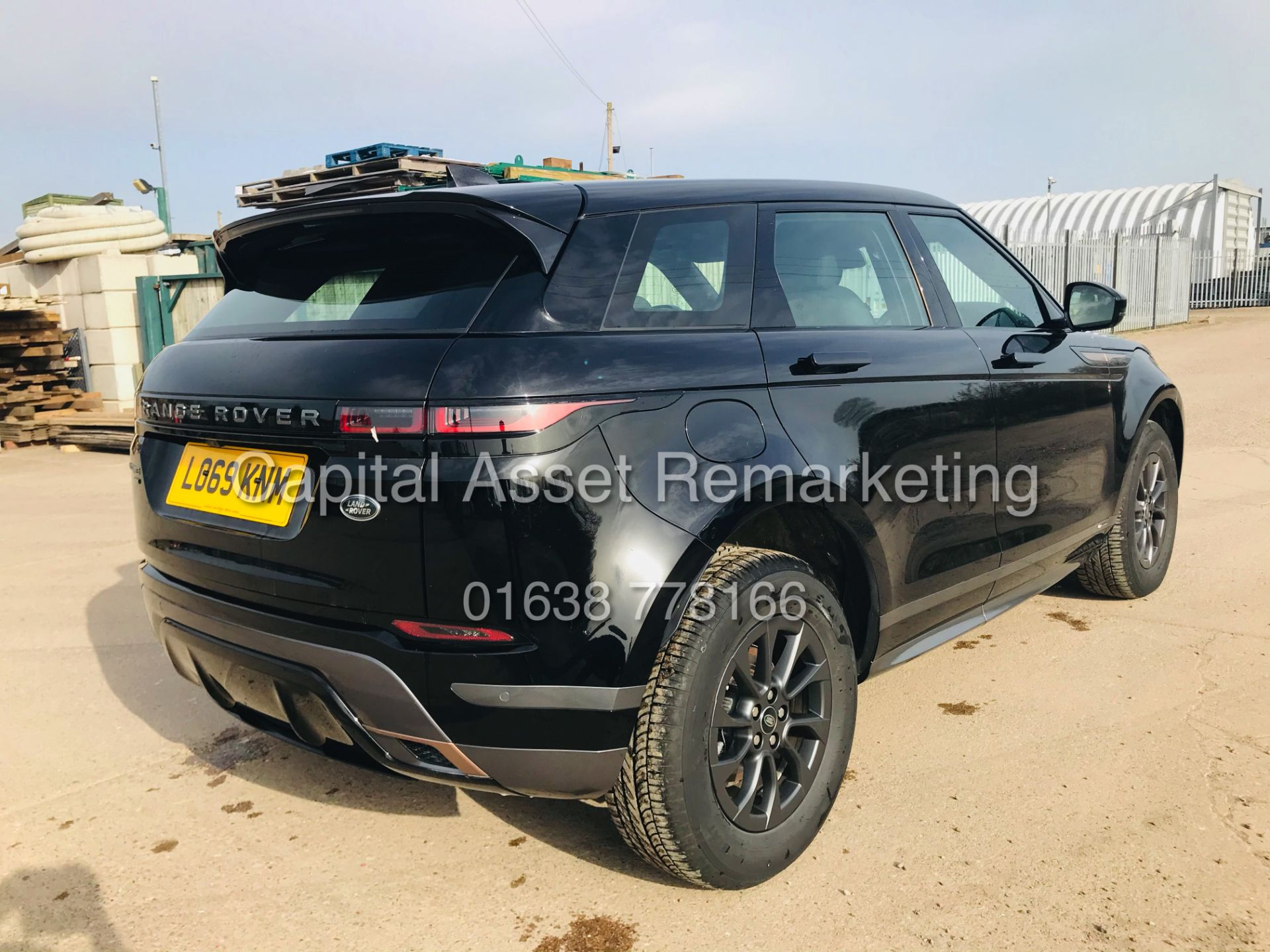 "(On Sale) RANGE ROVER EVOQUE R-DYNAMIC 2.0 D150 ""BLACK EDITION"" (2020) GREAT SPEC - ONLY 4500 MILES - Image 10 of 26"