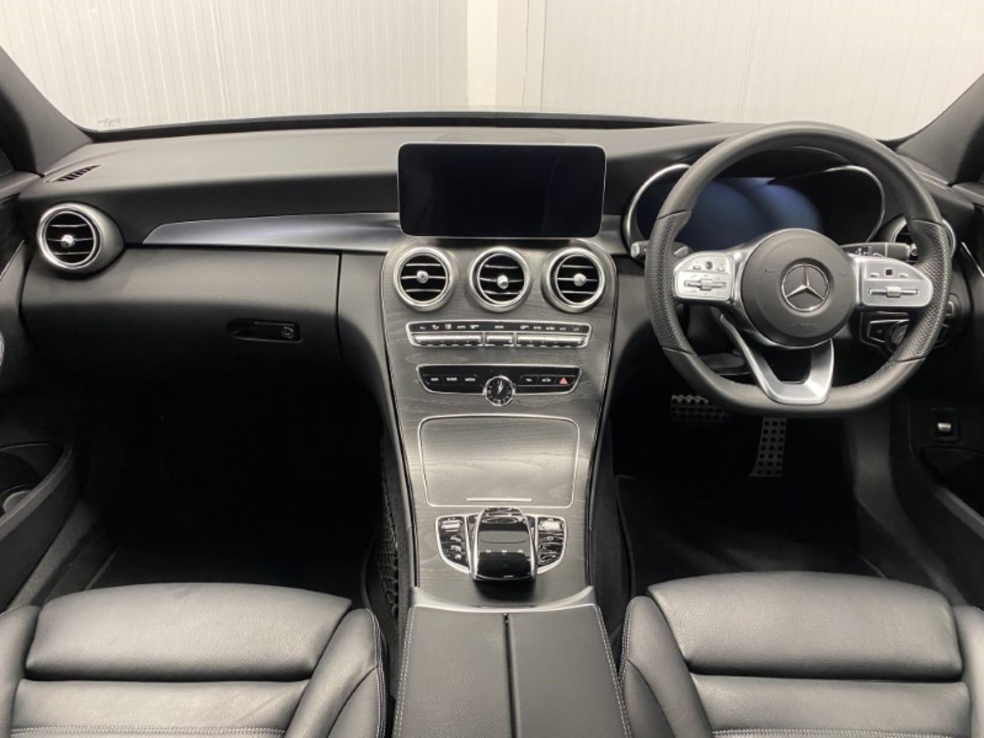 MERCEDES-BENZ C220d *AMG LINE - PREMIUM* SALOON (2021 MODEL) '9-G TRONIC' *LEATHER & NAV* (1 OWNER) - Image 6 of 7