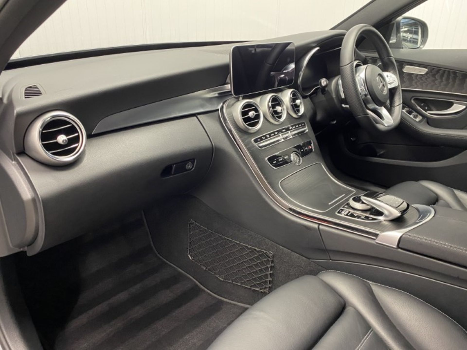 MERCEDES-BENZ C220d *AMG LINE - PREMIUM* SALOON (2021 MODEL) '9-G TRONIC' *LEATHER & NAV* (1 OWNER) - Image 5 of 7
