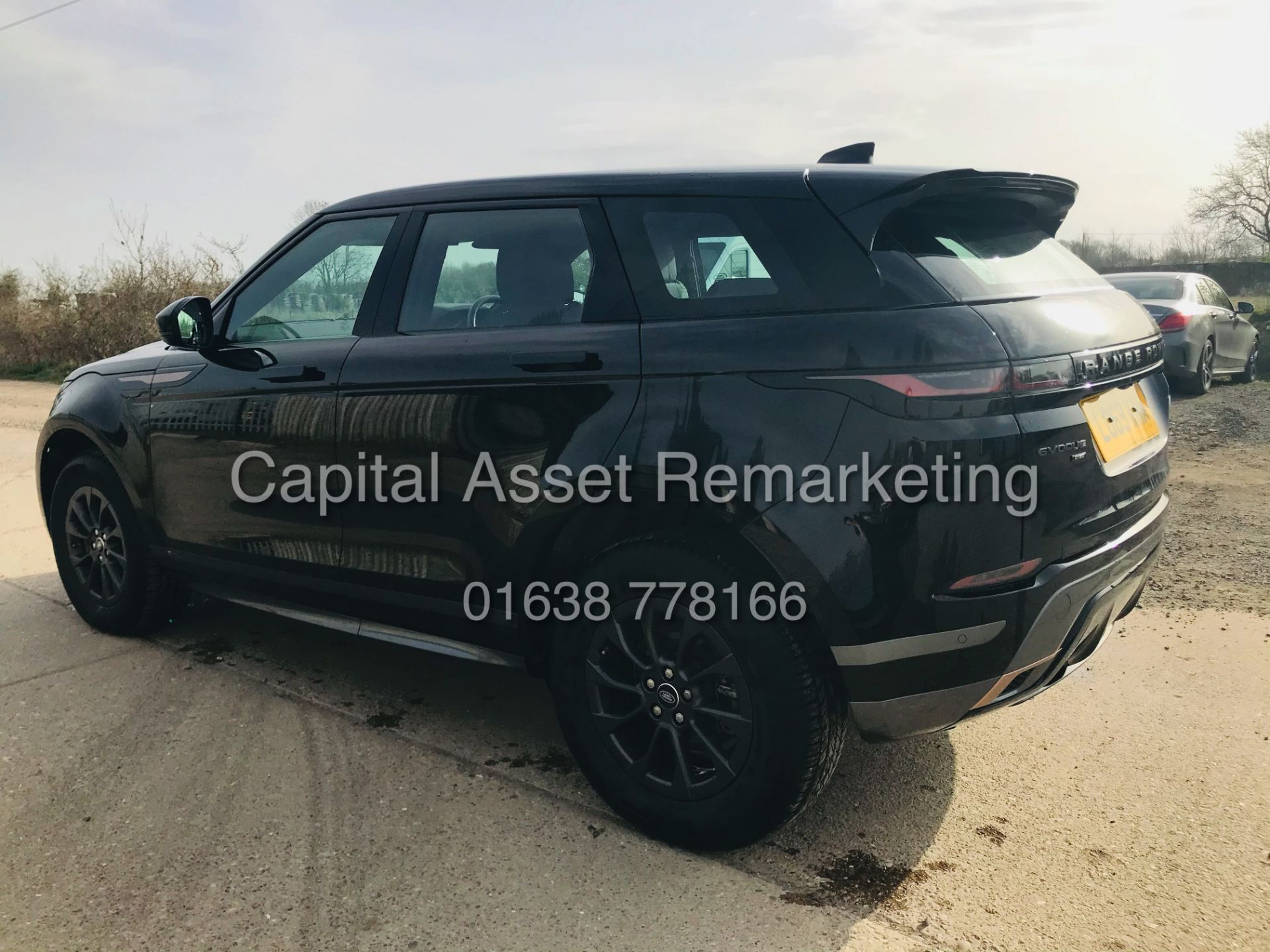 "(On Sale) RANGE ROVER EVOQUE R-DYNAMIC 2.0 D150 ""BLACK EDITION"" (2020) GREAT SPEC - ONLY 4500 MILES - Image 8 of 26"