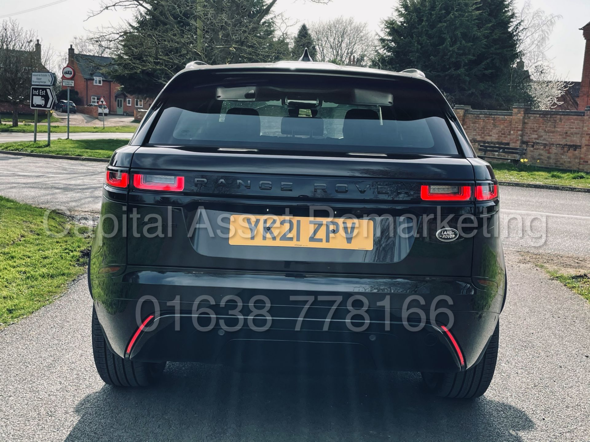 (On Sale) RANGE ROVER VELAR *R-DYNAMIC* SUV (2021) *8 SPEED AUTO - LEATHER* (DELIVERY MILES) - Image 11 of 50