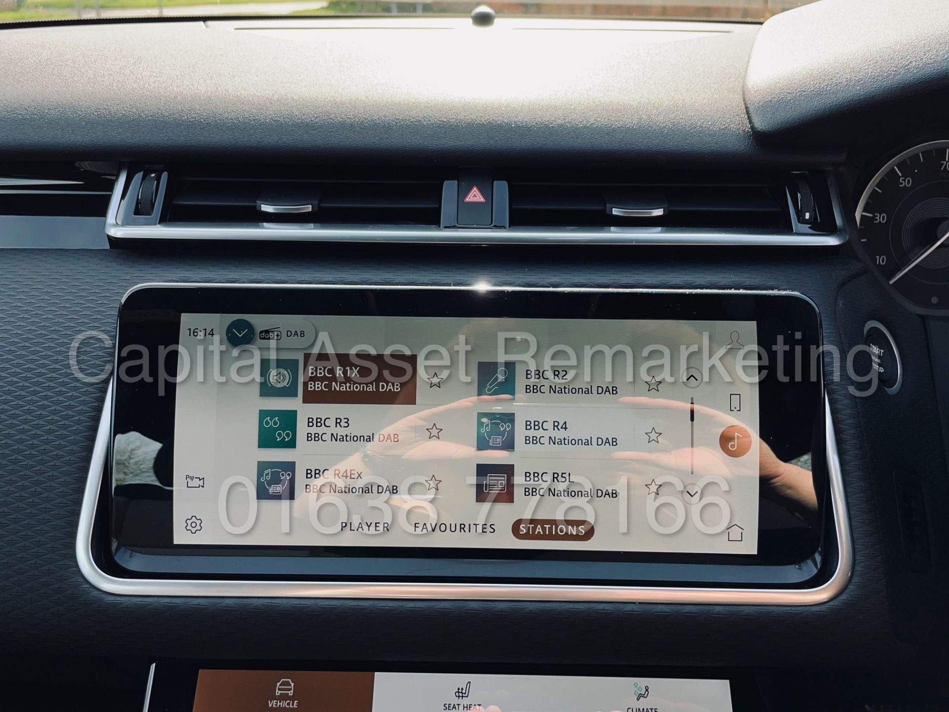 (On Sale) RANGE ROVER VELAR *R-DYNAMIC* SUV (2021) *8 SPEED AUTO - LEATHER* (DELIVERY MILES) - Image 42 of 50