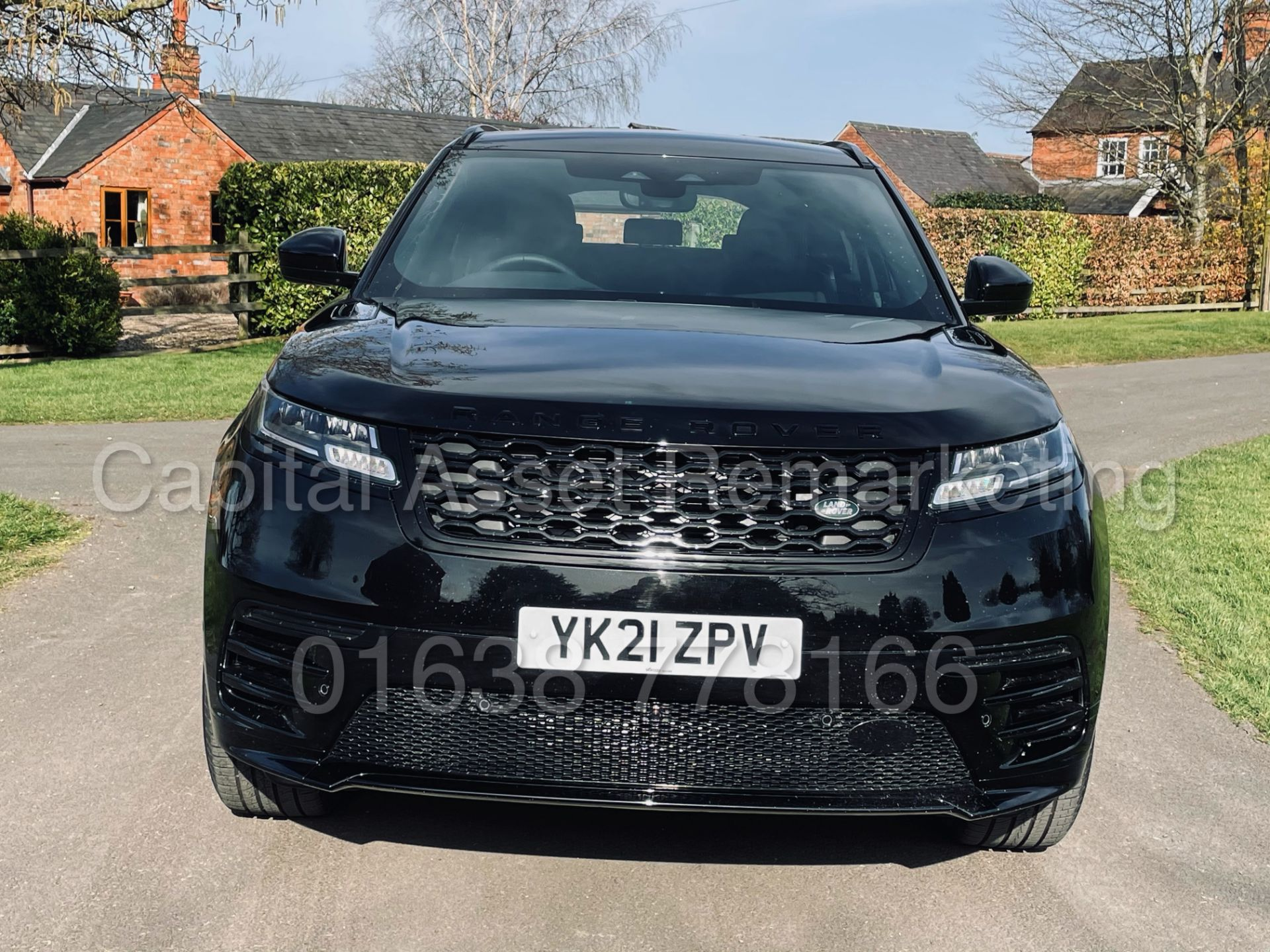 (On Sale) RANGE ROVER VELAR *R-DYNAMIC* SUV (2021) *8 SPEED AUTO - LEATHER* (DELIVERY MILES) - Image 4 of 50