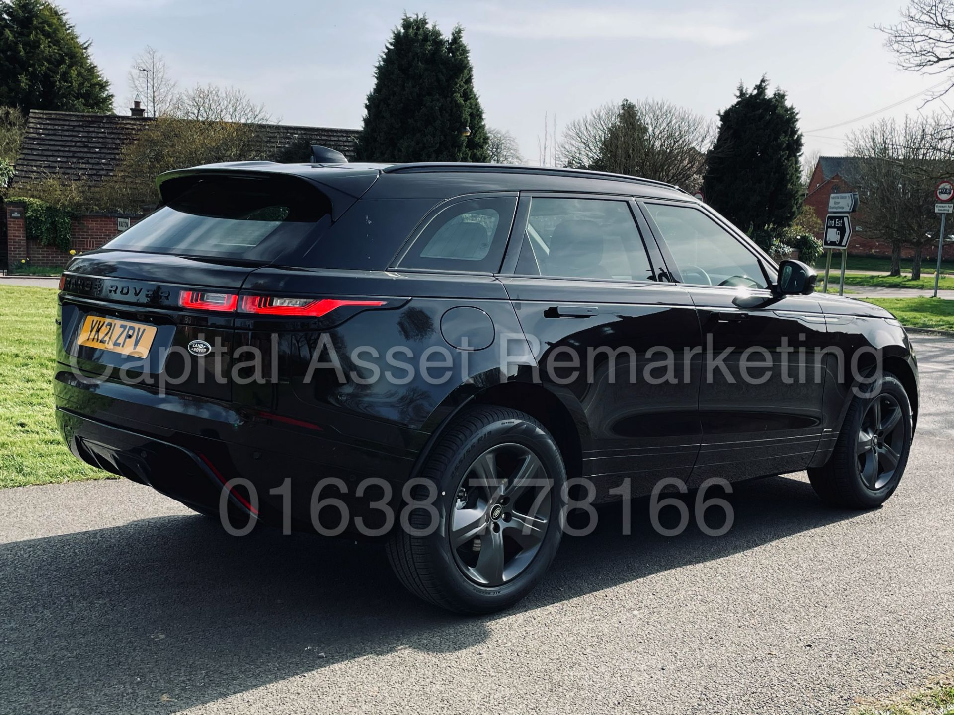 (On Sale) RANGE ROVER VELAR *R-DYNAMIC* SUV (2021) *8 SPEED AUTO - LEATHER* (DELIVERY MILES) - Image 13 of 50