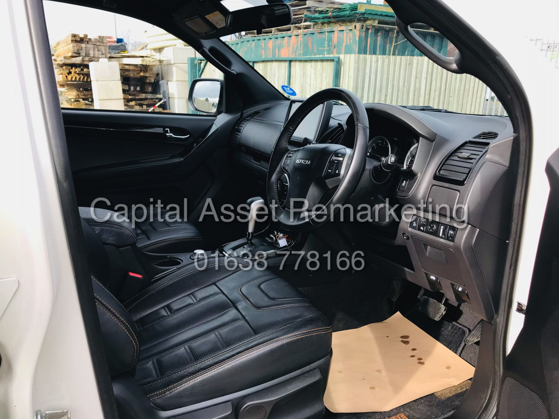 "(On Sale) ISUZU D-MAX ""BLADE"" AUTO - 1 OWNER (2019 - EURO 6) LEATHER - SAT NAV *TOP SPEC* - Image 15 of 34"