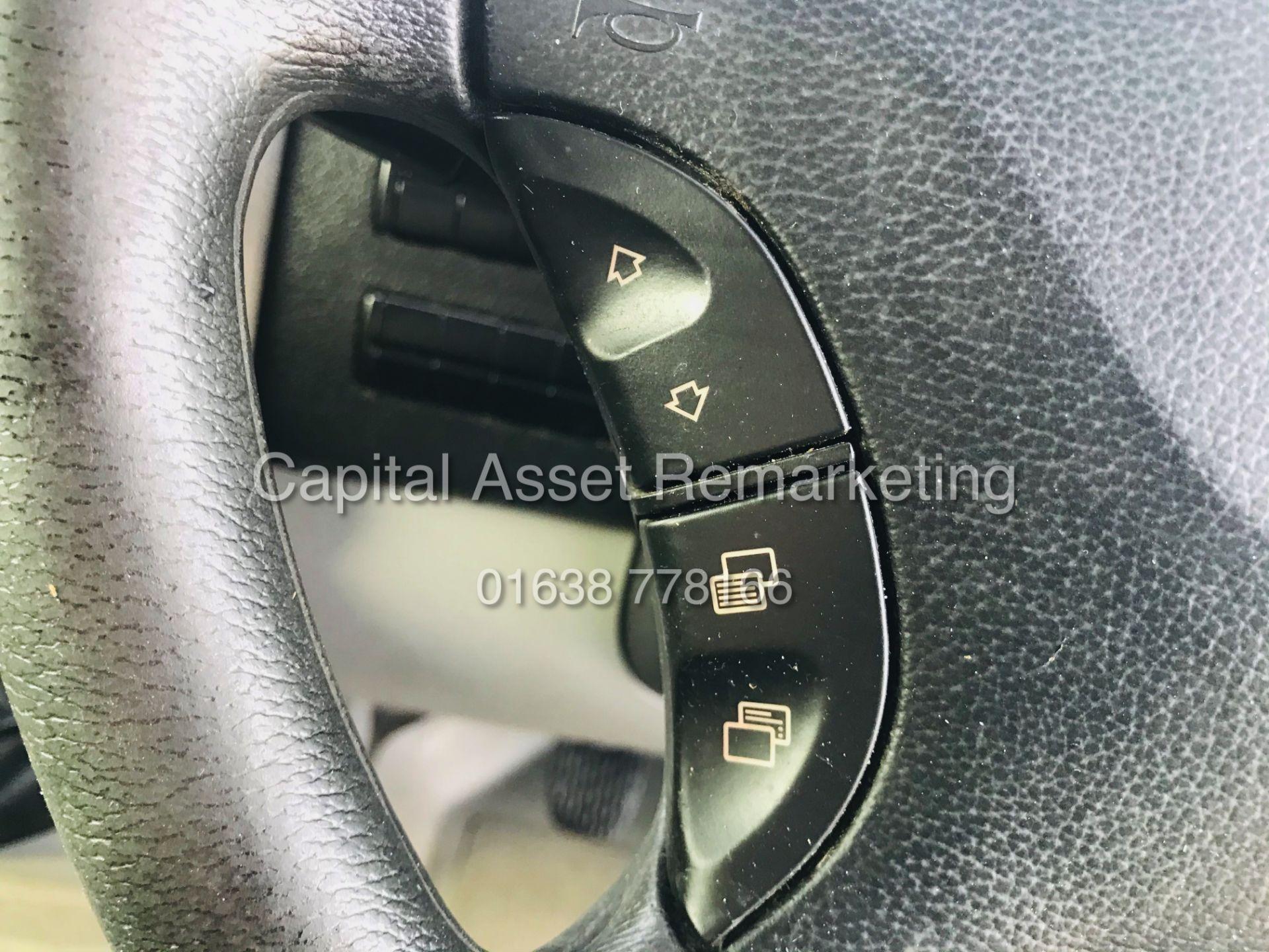 ON SALE VW CRAFTER 2.0TDI CR35 (15 REG) 1 OWNER - CRUISE - ELEC PACK - MULTIFUNCTION STEERING WHEEL - Image 18 of 19