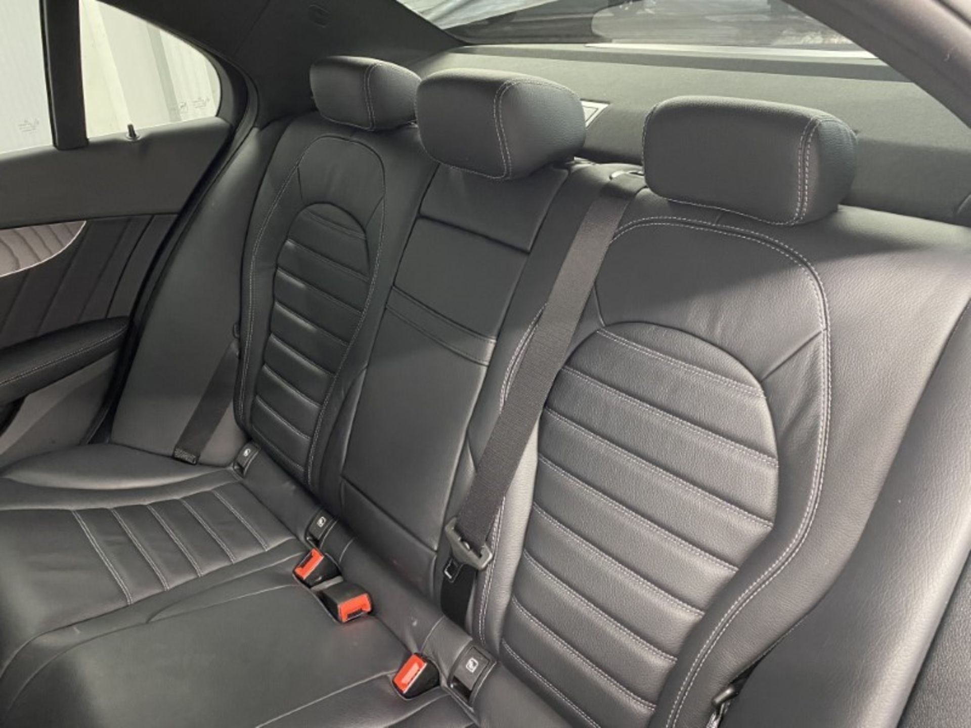 MERCEDES-BENZ C220d *AMG LINE - PREMIUM* SALOON (2021 MODEL) '9-G TRONIC' *LEATHER & NAV* (1 OWNER) - Image 7 of 7