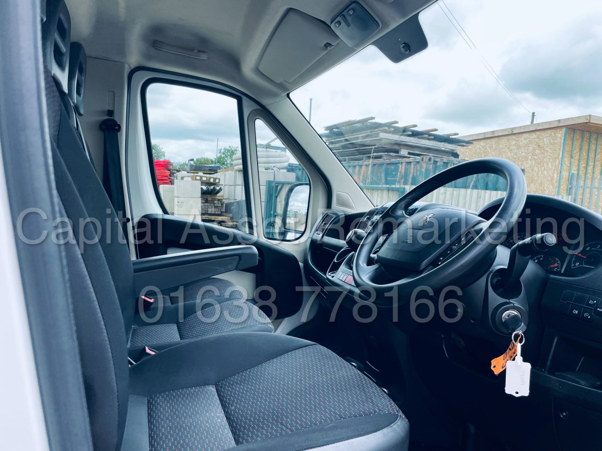 PEUGEOT BOXER *LWB - LOW LOADER / LUTON BOX VAN* (2018 - EURO 6) '2.0 BLUE HDI - 6 SPEED' *U-LEZ* - Image 28 of 41