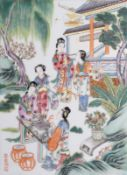 Arte Cinese A famille rose porcelain plaque painted with ladies at leisure in garden China, Qing dy