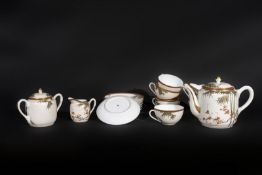 ARTE GIAPPONESE A white porcelain eight cover tea service Japan, 19th century .