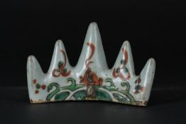 Arte Cinese A wucai porcelain brush rest painted with waves China, Ming dynasty .