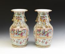 Arte Cinese A pair of Canton porcelain vases painted with characters within reserves China, 19th ce