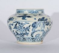 Arte Sud-Est Asiatico A blue and white pottery vase painted with vegetal motifs and clouds Vietnam,
