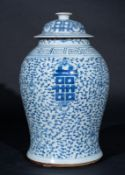 Arte Cinese A blu and white porcelain potiche painted with sprays and ideograms China, early 20th c
