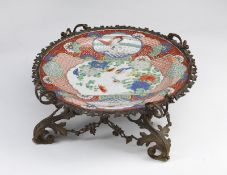 ARTE GIAPPONESE A Kutani porcelain dish with European gilt bronze mount Japan, 19th century .