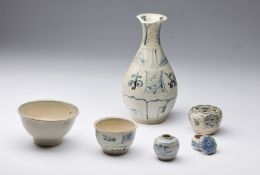 Arte Sud-Est Asiatico A group of six pottery vessels from the Hoi An hoard Vietnam, 15th century .