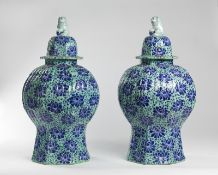 Arte Cinese A pair of large Chinoiserie pottery vases Europe, possibly Holland, 18th centuy .
