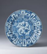 Arte Cinese A blue and white porcelain export dishChina, Ming dynasty, Wanli period, 16th century.
