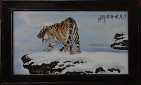 Arte Cinese A porcelain plaque painted with tiger China, early 20th century .