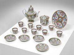 Arte Cinese A Canton porcelain tea set China, Qing dynasty, 19th century .
