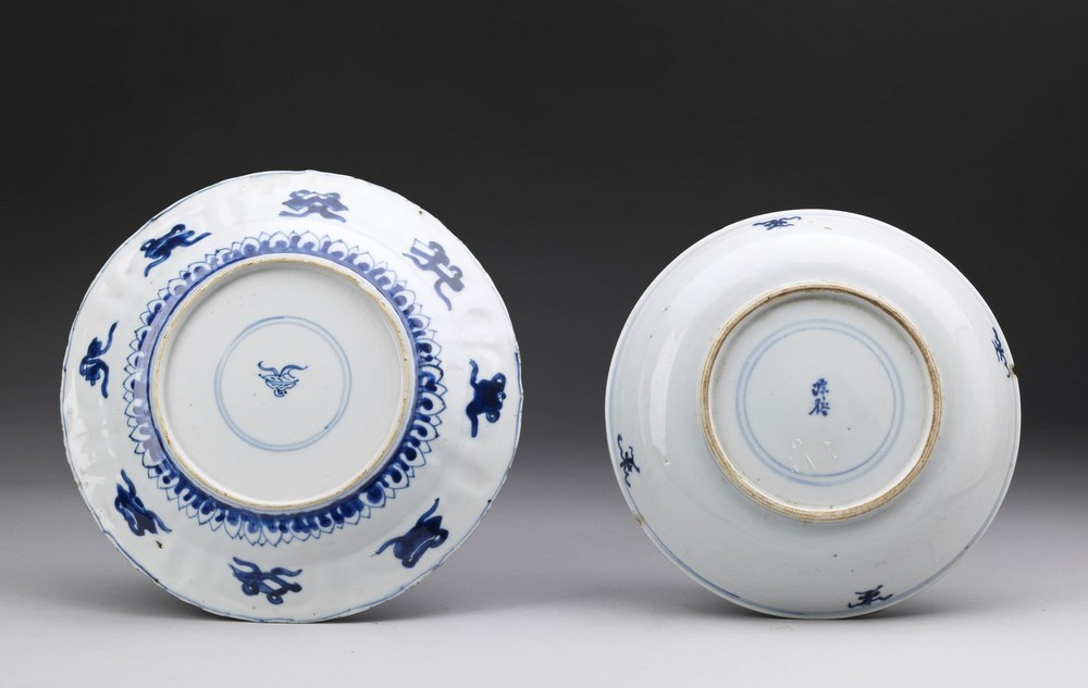 Arte Cinese Two blue and white porcelain dishes China, Qing dynasty, early 17th century . - Image 2 of 2
