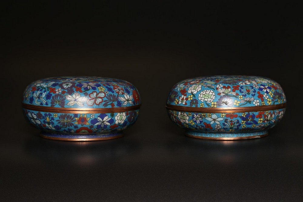 Arte Cinese A pair of cloisonné enamel round boxesChina, early 20th century . - Image 2 of 2