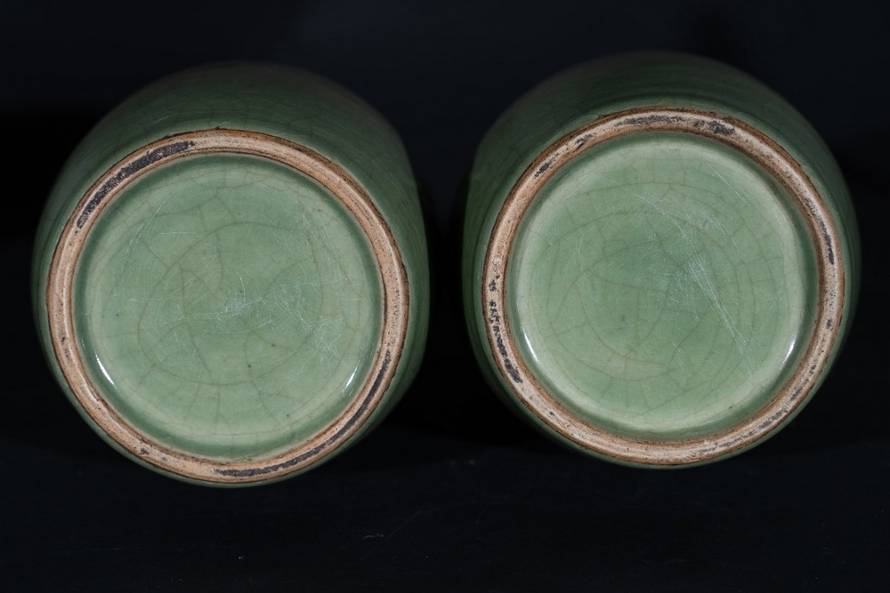 Arte Cinese A pair of celadon glazed pottery vases with zoomorphic handles China, Qing dynasty, 19t - Image 4 of 4