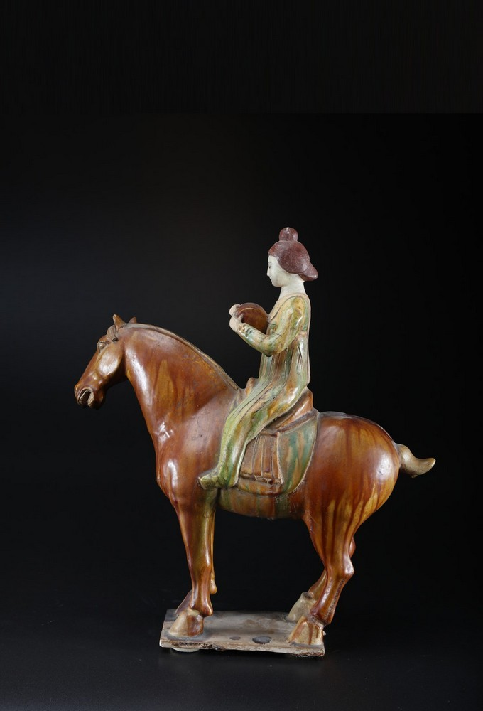 Arte Cinese A ceramic sancai glazed lady on horse in the Tang styleChina, 19th century . - Image 3 of 5