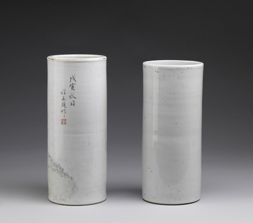 Arte Cinese Two cylindrical shaped pottery vasesChina, 20th century . - Image 2 of 3