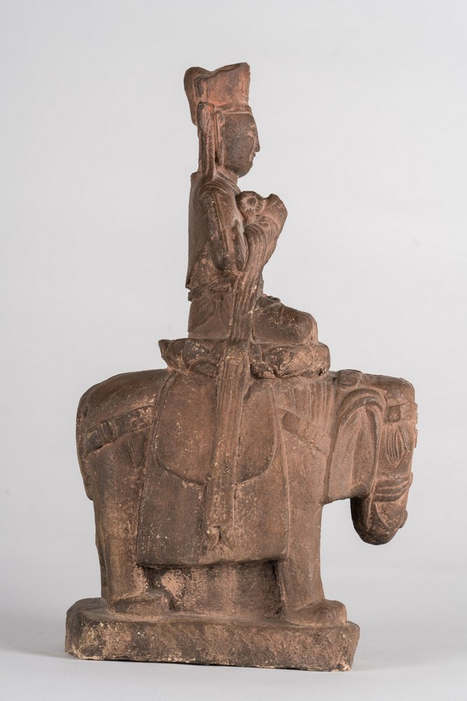Arte Cinese An earthenware Tang style statue of a bodhisattva on a lion China, 19th century . - Image 5 of 6