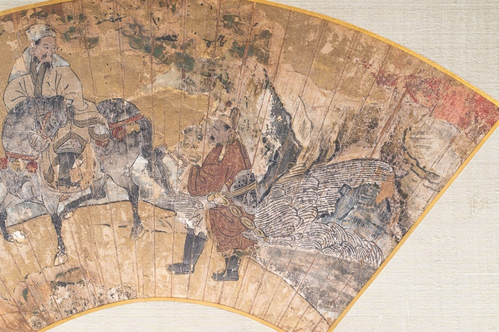 ARTE GIAPPONESE A paper folding fan decorated with characters riding Japan or Korea, 18th-19th cent - Image 2 of 3