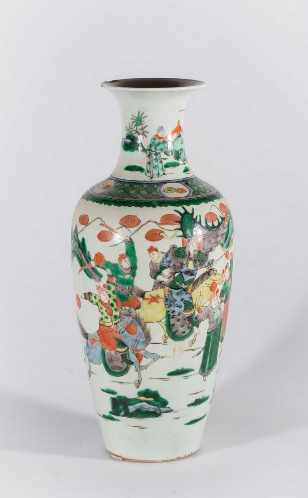 Arte Cinese A porcelain famille verte baluster vase bearing a double circle mark at the base China,