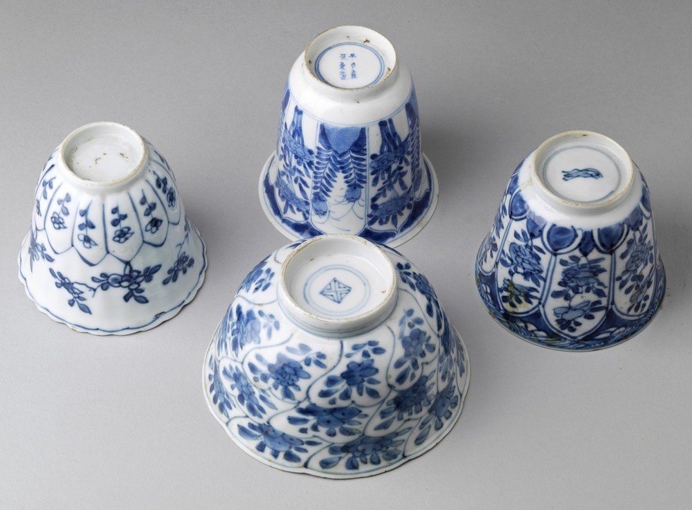 Arte Cinese A group of four blue and white porcelain bowl and cups China, Qing dynasty, early 17th - Image 3 of 3