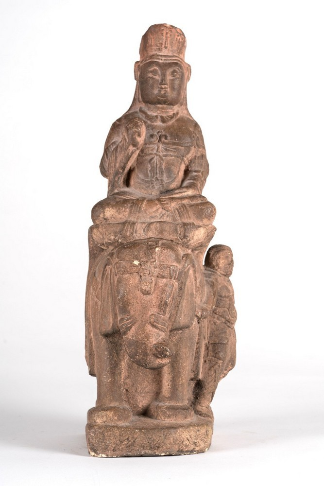 Arte Cinese An earthenware Tang style statue of a bodhisattva on a lion China, 19th century .