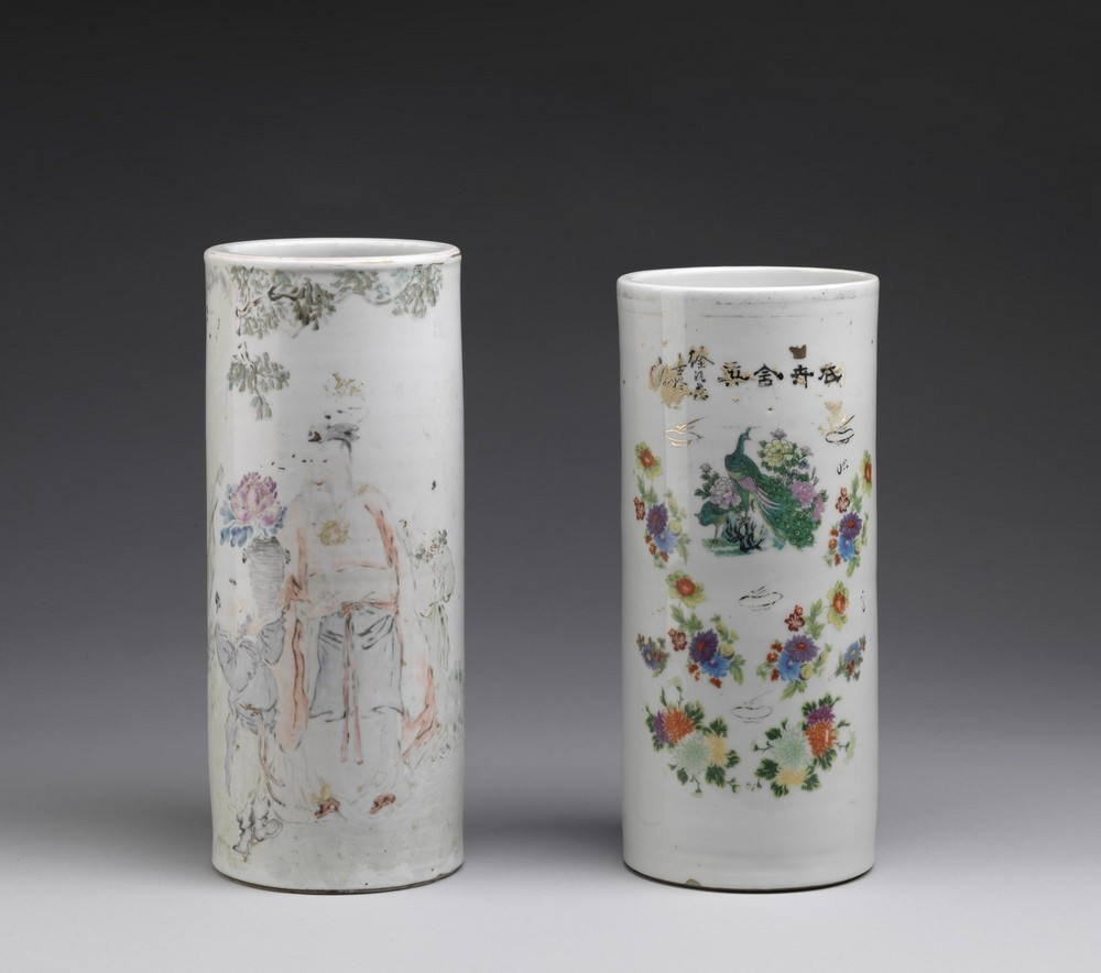 Arte Cinese Two cylindrical shaped pottery vasesChina, 20th century .