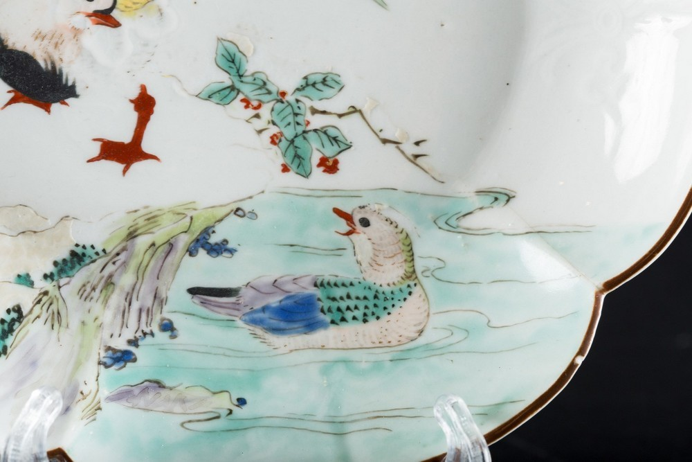 ARTE GIAPPONESE An enameled porcelain dish painted with a pond with ducksJapan, 19th century . - Image 3 of 4