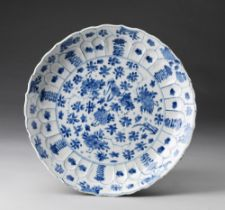 Arte Cinese  A blue and white porcelain dish bearing a Kangxi mark at the baseChina, Qing dynasty, 1