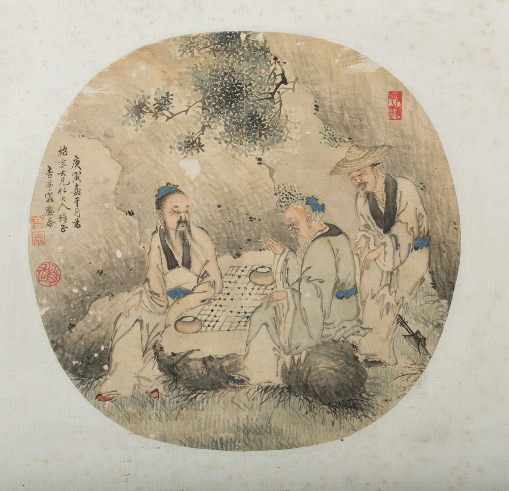 Arte Cinese Three round paintings on silk depicting characters in landscape China, Qing dynasty, 19 - Image 2 of 4