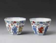 Arte Cinese  A pair of wucai porcelain cups China, Qing dynasty, 18th century (?) .