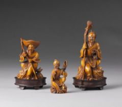 Arte Cinese  A group of ivory carved figures China, early 20th century .
