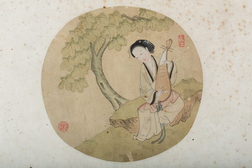 Arte Cinese Three round paintings on silk depicting characters in landscape China, Qing dynasty, 19 - Image 4 of 4