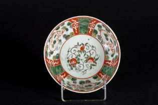 Arte Cinese  A porcelain bowl enameled with dragons and vegetal motifs and bearing a mark within dou