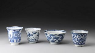 Arte Cinese  A group of four blue and white porcelain bowl and cups China, Qing dynasty, early 17th