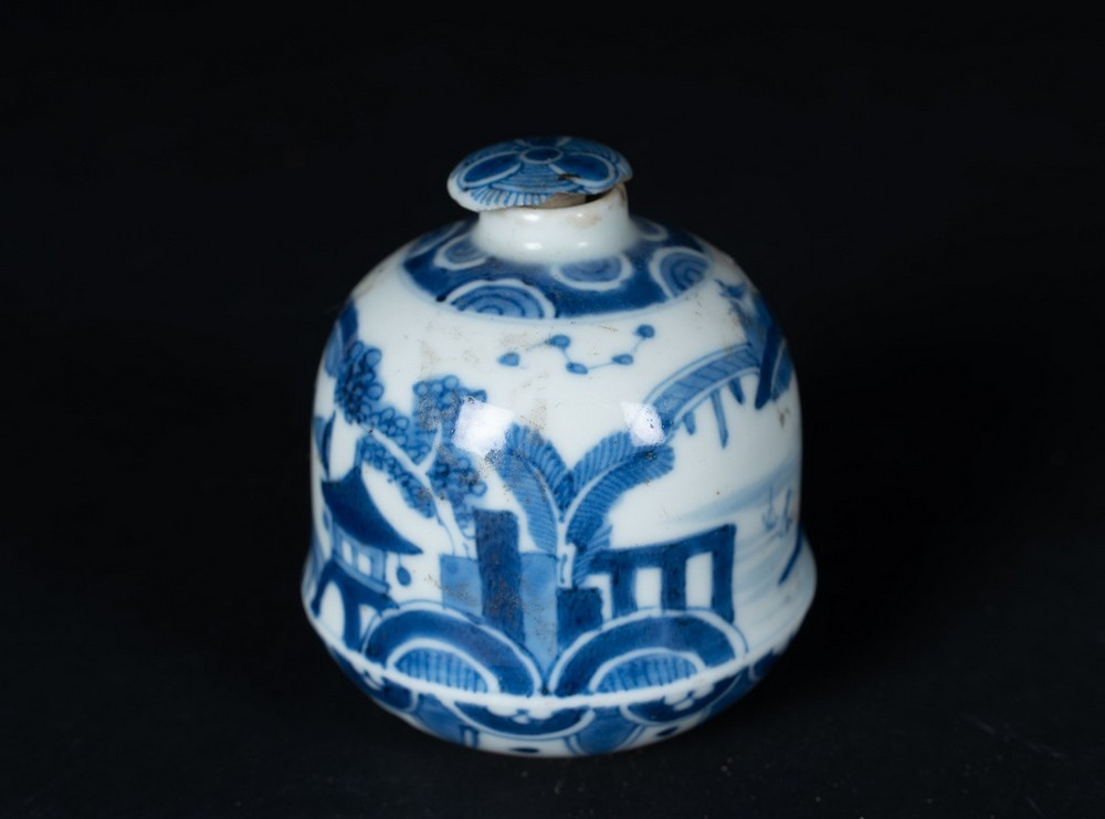 Arte Cinese A blue and white porcelain vase painted with landscapeChina, Qing dynasty, Kangxi perio