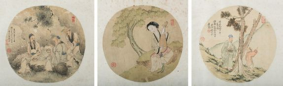 Arte Cinese  Three round paintings on silk depicting characters in landscape China, Qing dynasty, 19