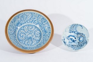 Arte Cinese  Two blue and white porcelain bowls painted with dragon and flowers under transparent gl