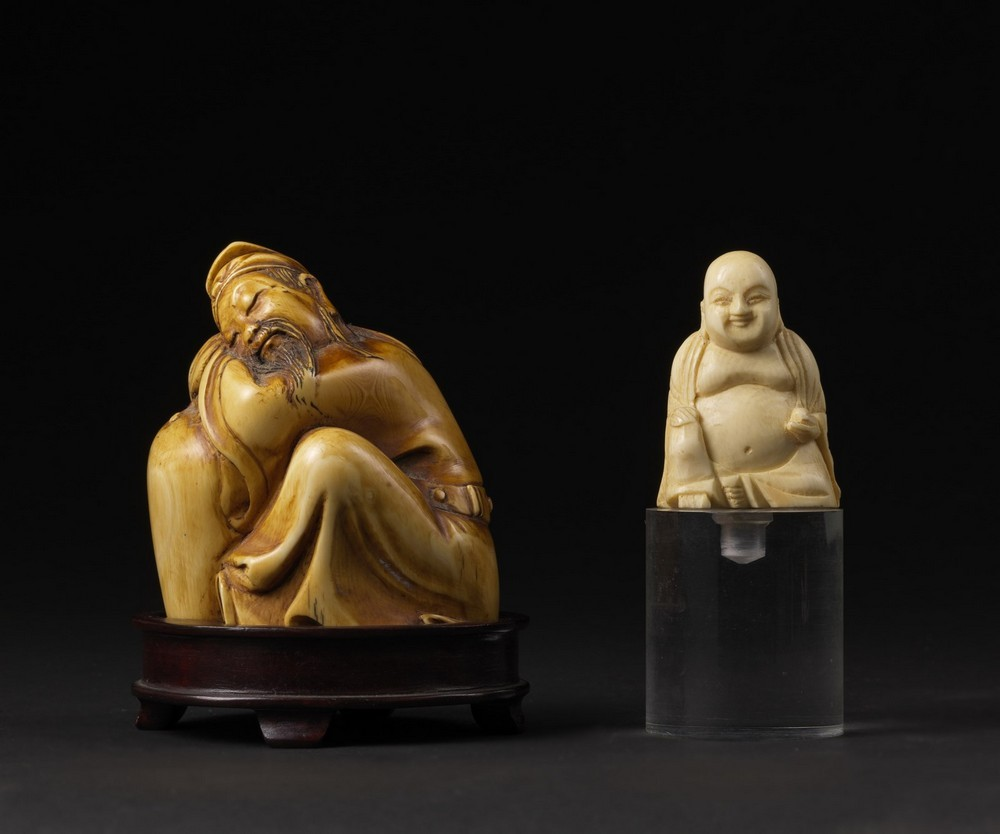 Arte Cinese Two ivory carving: one Budai and a scholar China, late 19th-early 20th century .