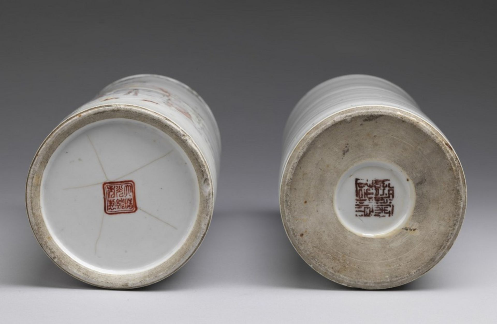 Arte Cinese Two cylindrical shaped pottery vasesChina, 20th century . - Image 3 of 3